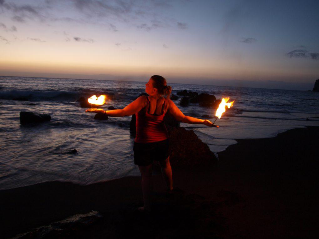 Fire-Candles bei Feuershow am Strand von Gomera