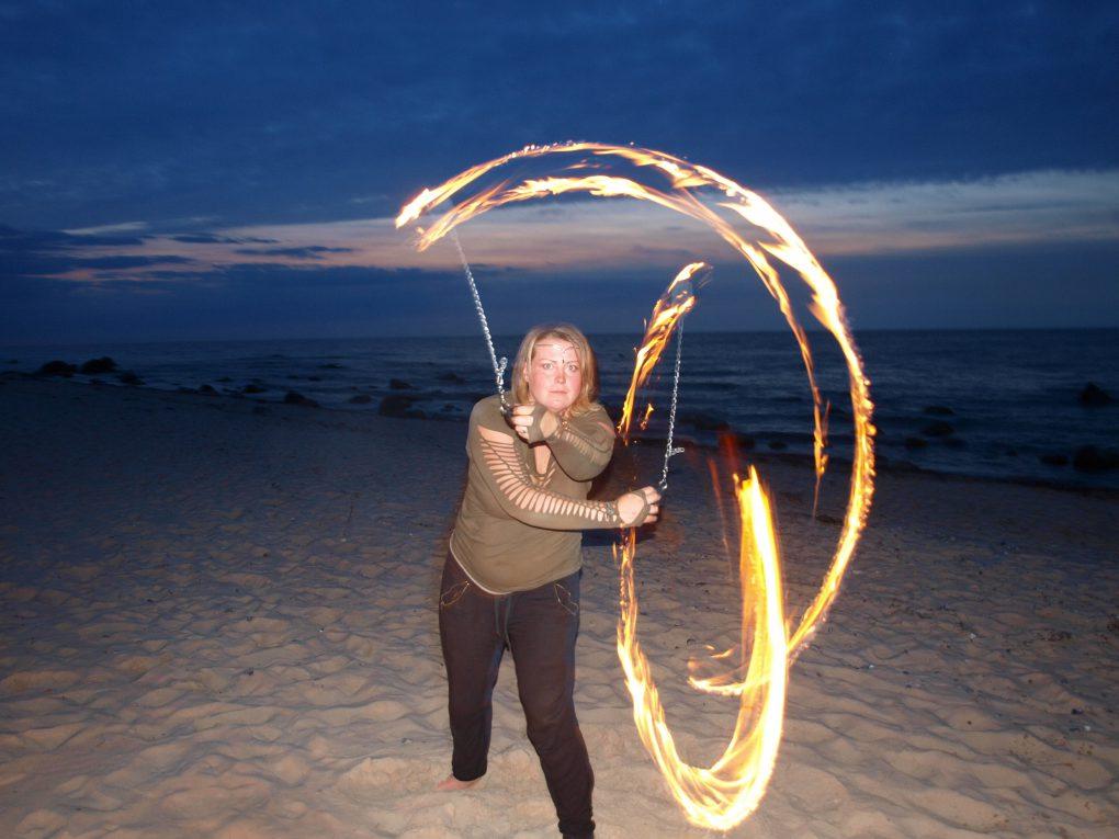 Poi beo Feuershow am Strand
